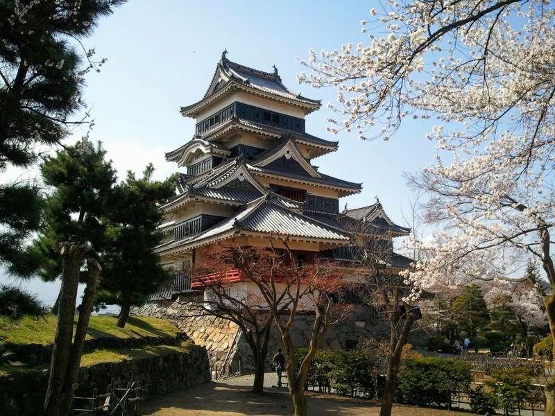 松本城 天守閣近くから2