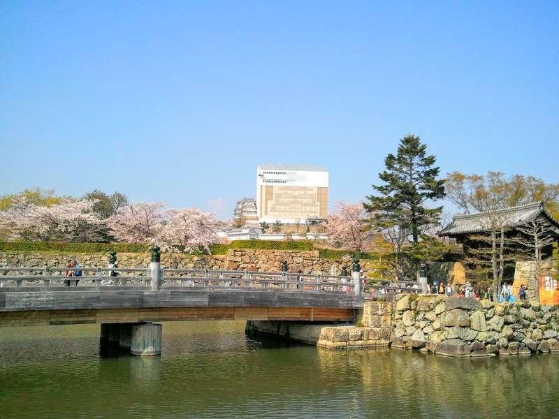 姫路城 お堀と姫路城