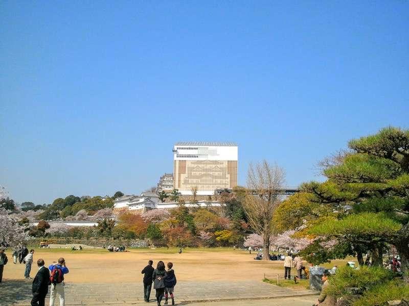 姫路城 三の丸広場より2