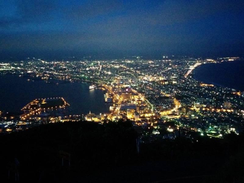 函館山 明るさが残る夜景