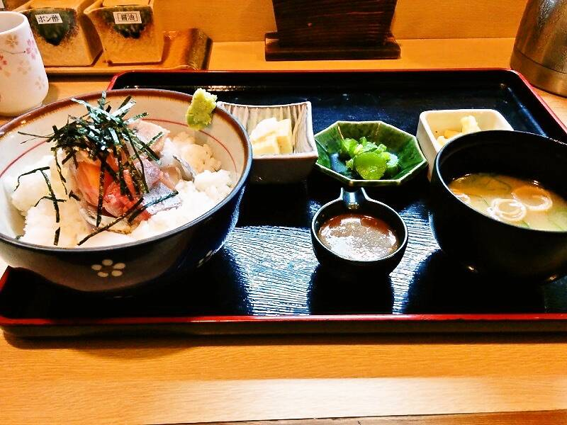 兼平鮮魚店 中洲川端店 海鮮丼全体