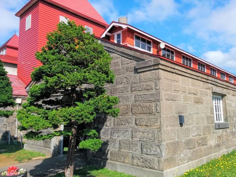 ニッカウヰスキー余市峡蒸溜所 蒸留塔横の倉