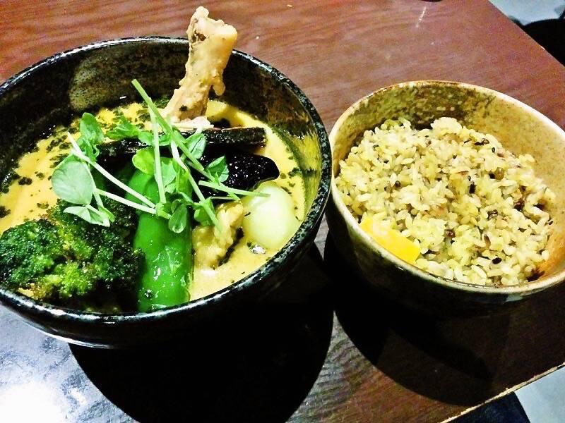 スープカリー yellow チキン野菜カリー