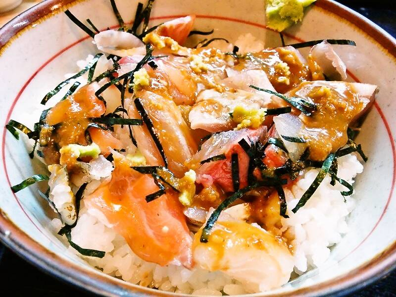 兼平鮮魚店 中洲川端店 海鮮丼醤油かけ