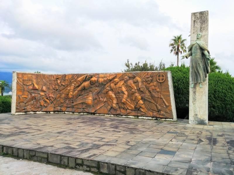 祇園之洲公園 ザビエル上陸記念碑1