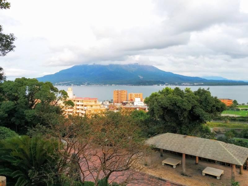 多賀山公園 東郷元帥像付近から見た桜島