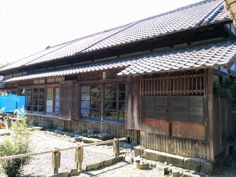 青井阿蘇神社文化苑 継承殿横から