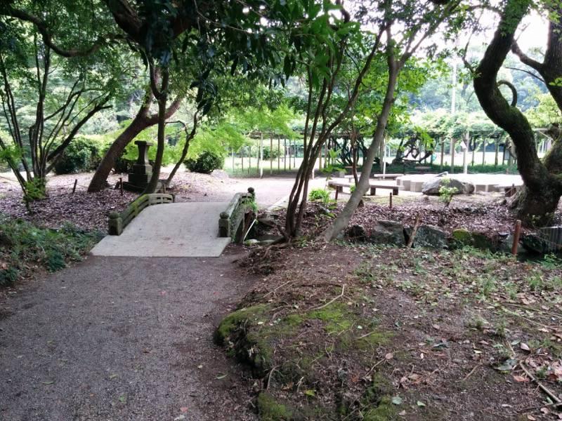 宮崎神宮末社五所稲荷神社 先の広場