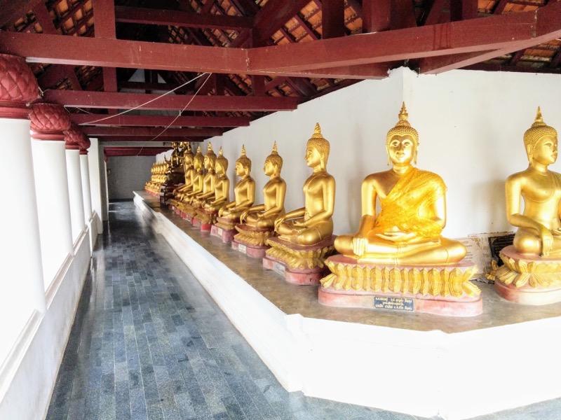 18回廊の仏像