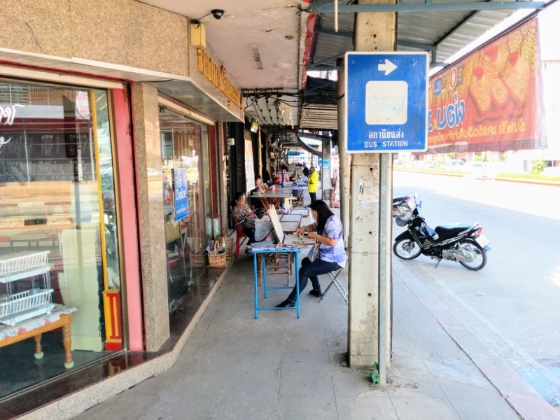 09Singhawat Rd沿いの露店