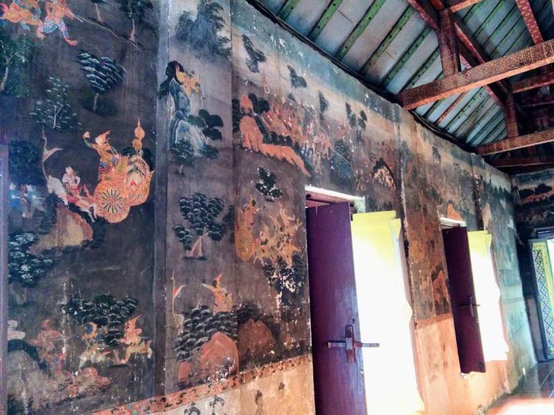 09本堂の中の壁画