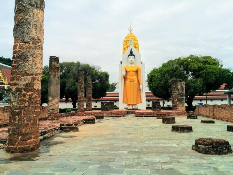 28拝殿の仏像