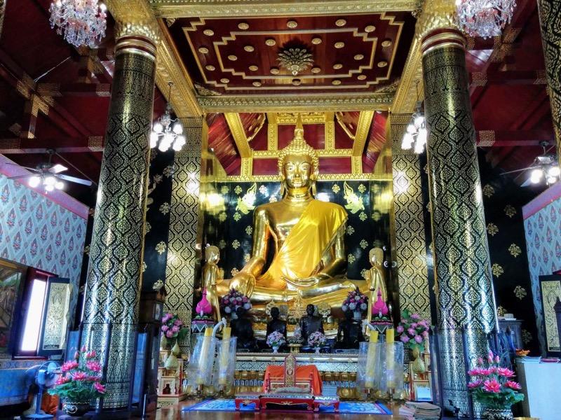 33拝殿横のお堂の仏像
