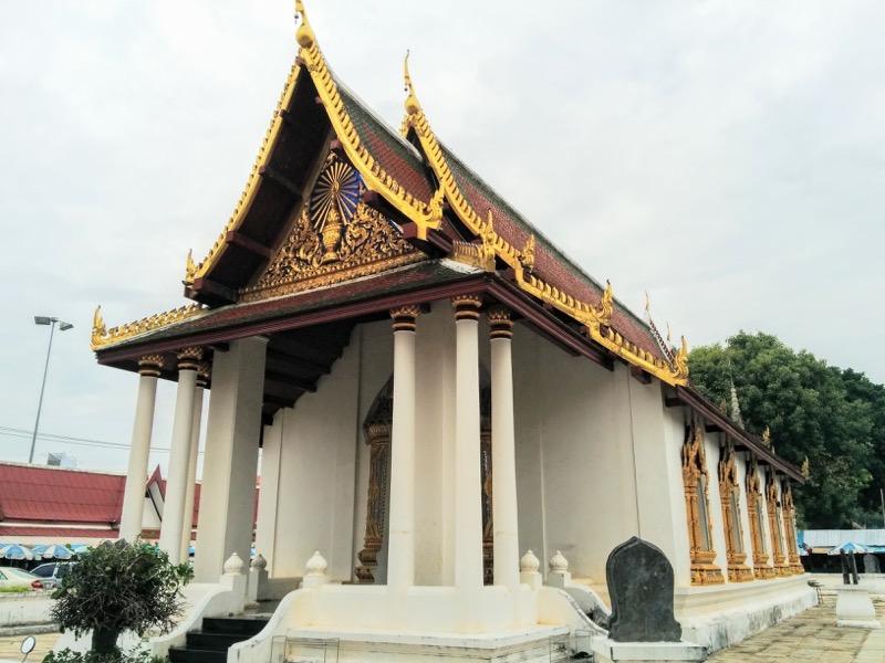 32拝殿横のお堂