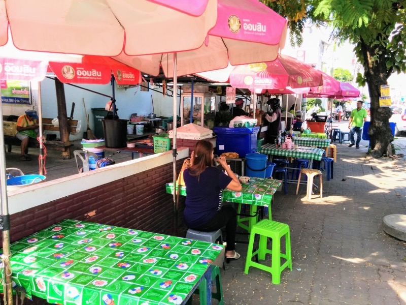 07Singhawat Rd沿いの露店