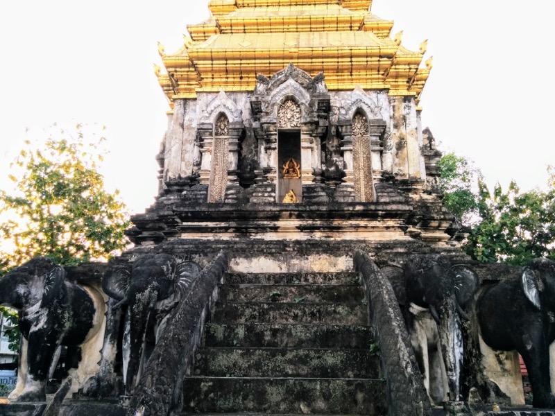 17チェディの仏像