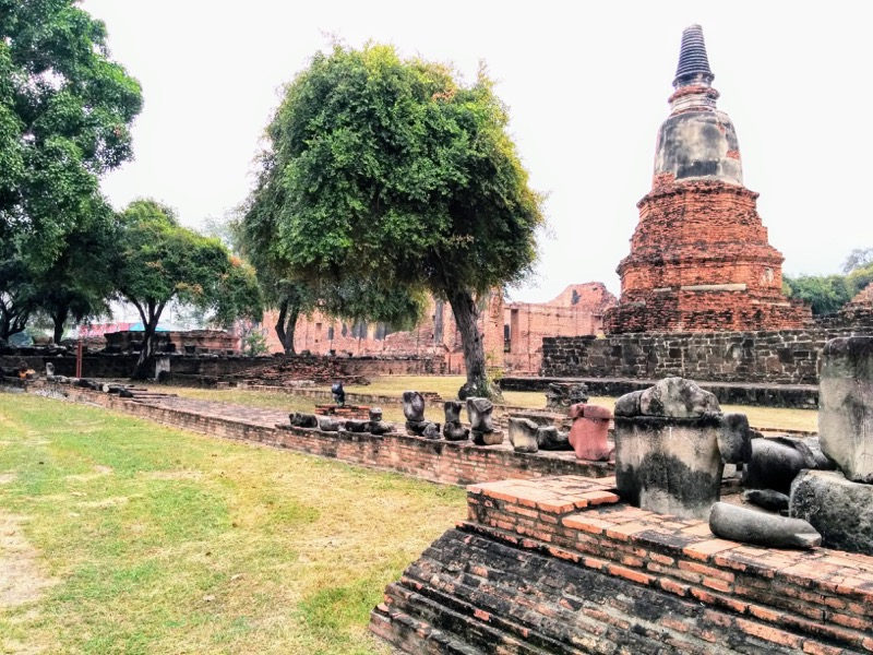 09基壇の仏像