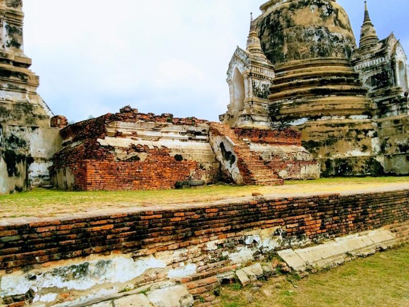 10三仏塔の間の祭壇