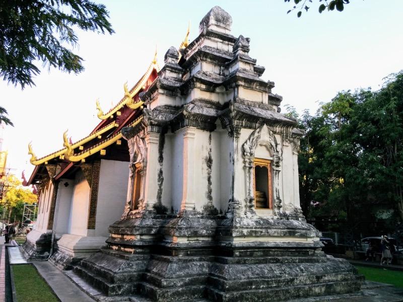 30ライカム礼拝堂裏の仏塔