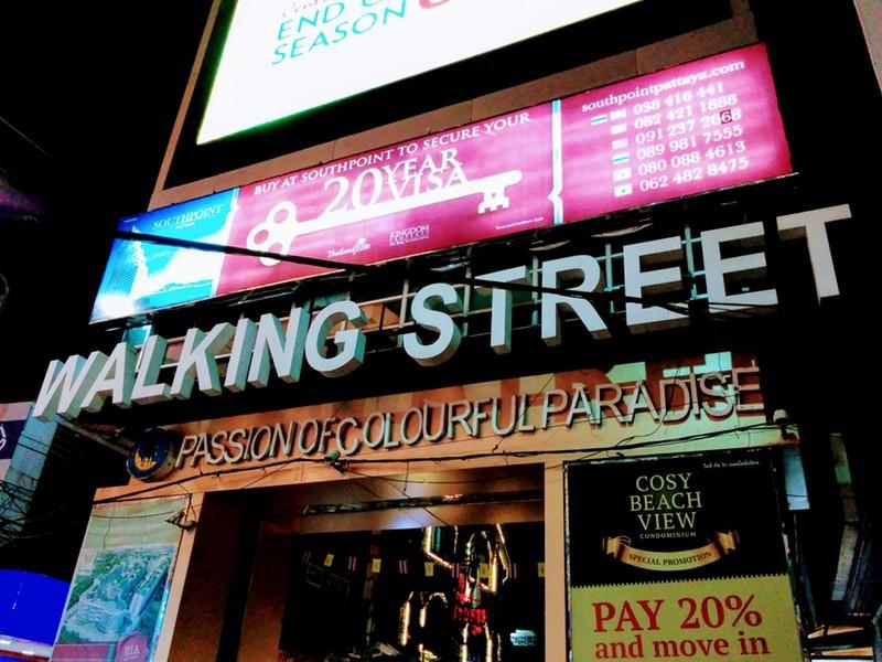 01ウォーキングストリート夜