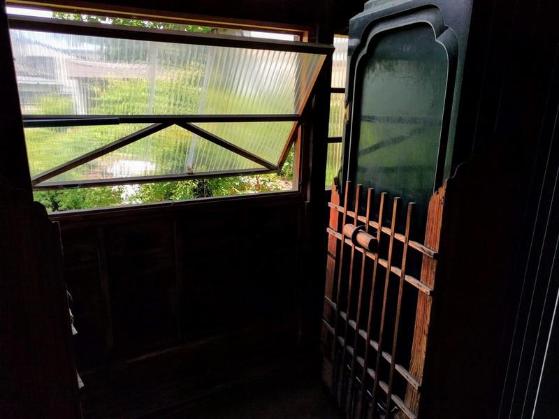 13茶室の扉