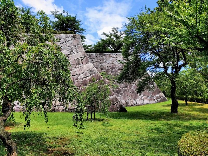 33二重隅櫓の下の石垣