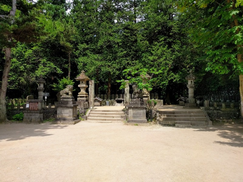 11白虎隊士のお墓