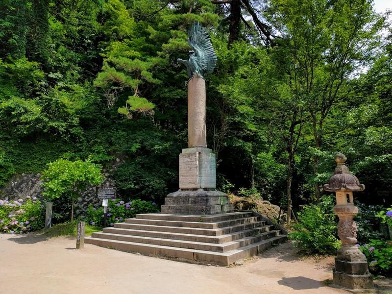 04ローマ寄贈の碑