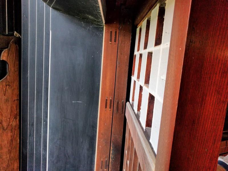 14茶室の扉