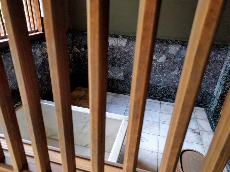 21大理石の風呂場