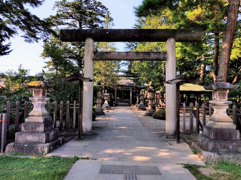 04松岬神社