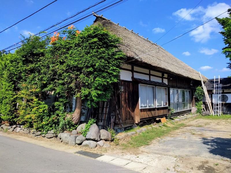12茅葺屋根の家