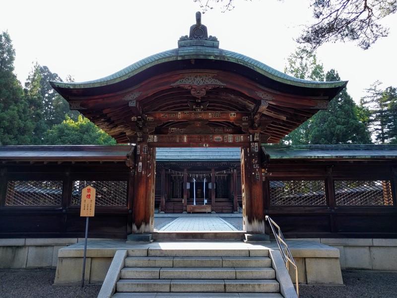 20上杉神社の門