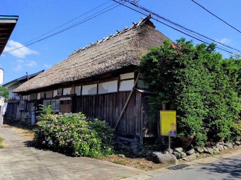 11茅葺屋根の家