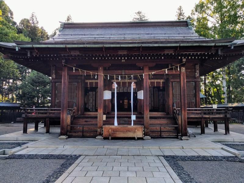 24上杉神社拝殿