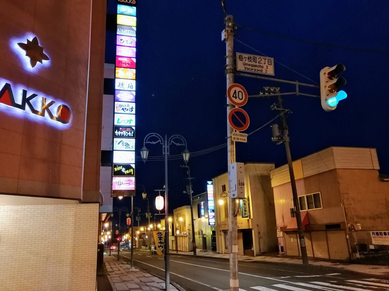 05夕暮れ時の繁華街