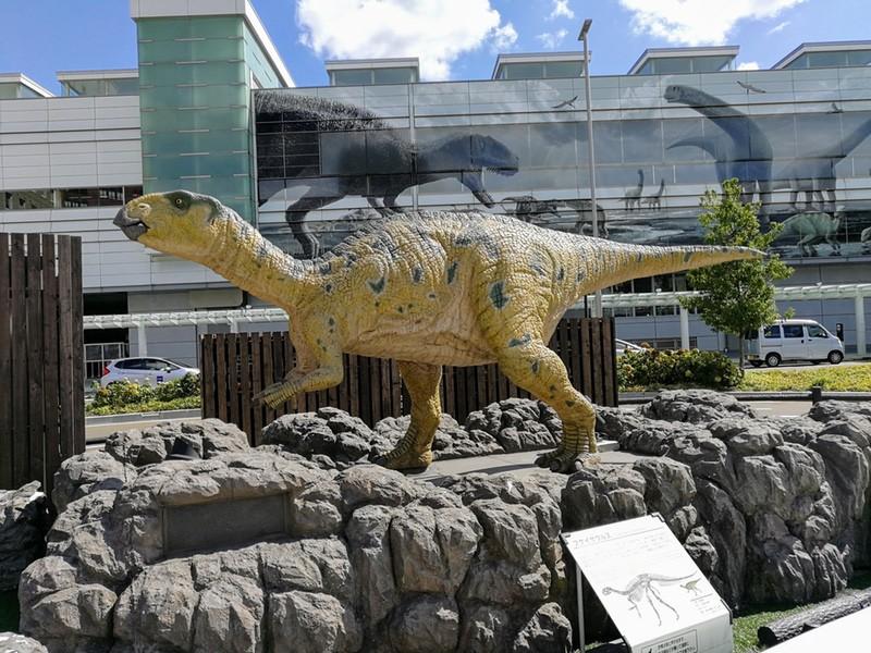 16フクイサウルス