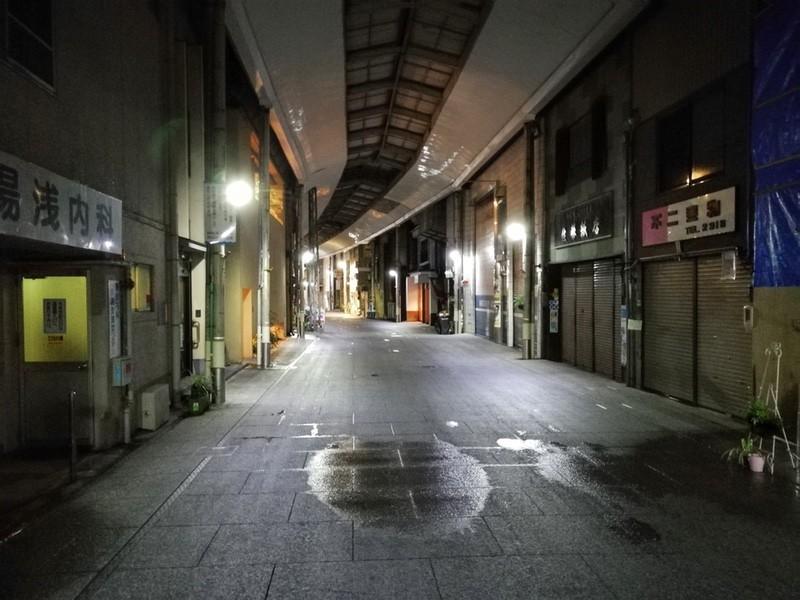04夜のアーケード
