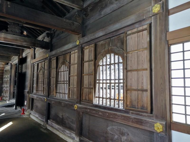09回廊の窓